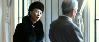 DK-FaR Mao-Madam dan Sect of State dekat jendela
