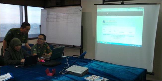 Kompas.com/Kurnia Sari AzizaSuasana posko seleksi promosi jabatan terbuka, lurah dan camat DKI. Di hari pertama pembukaan pendaftaran lelang jabatan lurah dan camat mendapatkan animo tinggi dari para Pegawai Negeri Sipil (PNS) DKI, Senin (8/4/2013).