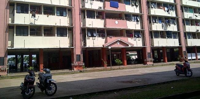 Salah satu blok di Rusun Marunda Cluster B. Saat ini warga Rusun Marunda membutuhkan transportasi yang bisa menjangkau tempat kerjanya atau pasar. | KOMPAS.COM/RATIH WINANTI RAHAYU