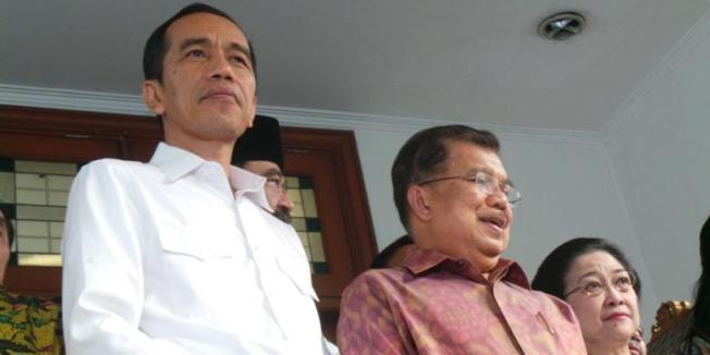 KOMPAS.com/ SABRINA ASRIL Presiden terpilih, Joko Widodo bersama wakil presiden terpilih, Jusuf Kalla dan Ketua Umum PDI-P, Megawati Soekarno Putri.