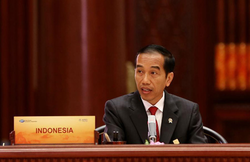 Presiden Indonesia Joko Widodo [saat] berbicara pada Pertemuan Para Pemimpin Ekonomi APEC ke-22 di Yanqi Lake International Convention Center, pinggiran utara Beijing, ibukota Tiongkok, 11 November 2014. (Xinhua / Lan Hongguang)