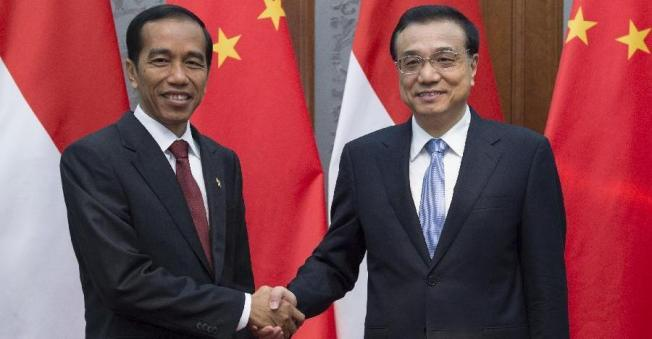 AFP — Joko Widodo bertemu Xi Jinping menjelang pertemuan pemimpin APEC.