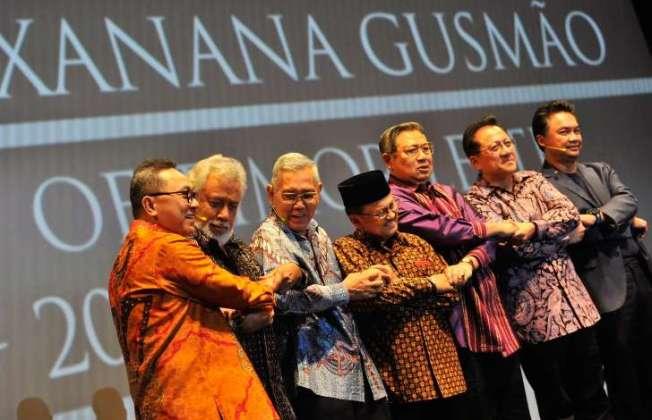 © ANTARA FOTO/Yudhi Mahatma Presiden ke-3 BJ Habibie (tengah), Presiden ke-6 Susilo Bambang Yudhoyono (ketiga kanan), Wakil Presiden ke-6 Try Sutrisno (ketiga kiri), Presiden Timor Leste pertama Xanana Gusmao (kedua kiri), Ketua…