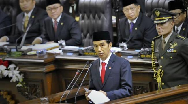 Presiden Jokowi menyampaikan pidato perdana di Gedung MPR, Jakarta. (Antarafoto)